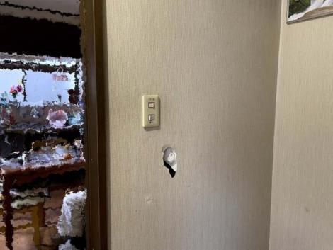 壁に空いた穴